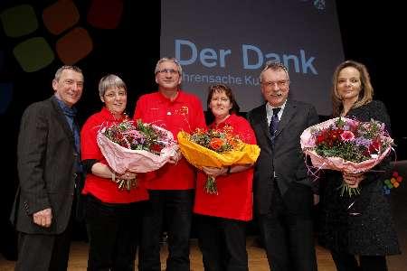 Die Laudatoren und glückliche cultur-tupfer Mitglieder (Foto: M. Nass für Staastkanzlei NRW)