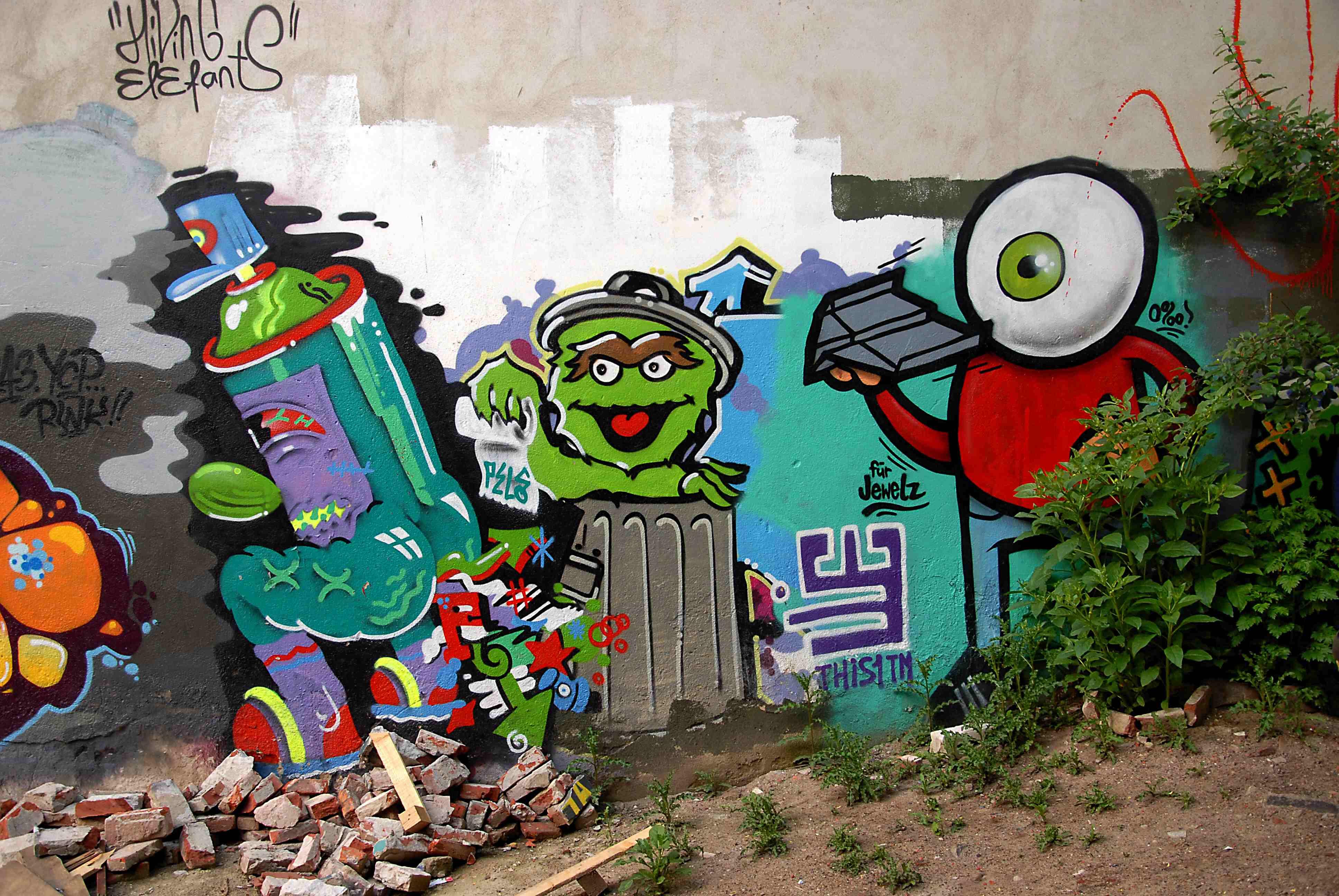 """""""Street Art""""  Fotografien von Walter Meutzner  Foyer 1.7. – 31.6.16"""